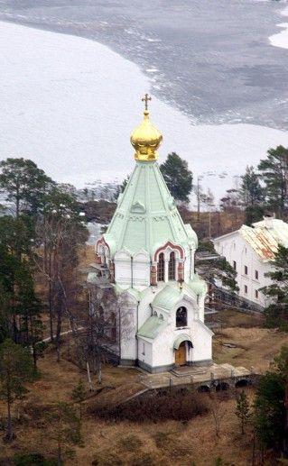 фотография вида сверху на Сортавальскую церковь Николая Чудотворца
