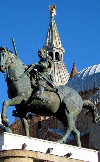 памятник Эразму Гаттамелата фотография