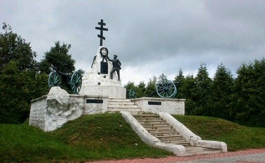 фотография памятника на месте городища вятичей в Малоярославце