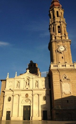 фасад собора Сан Сальвадор в Сарагосе фото