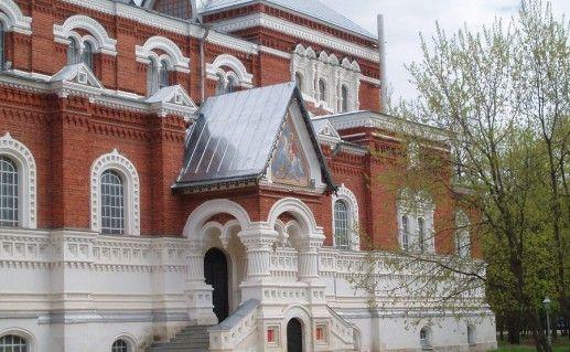 фотография вида вблизи на Георгиевский собор в Гусь-Хрустальном