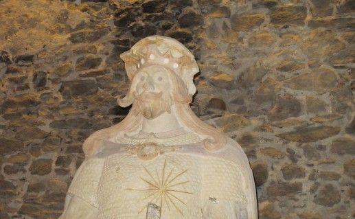 фотография вида вблизи на памятник Святому Олафу