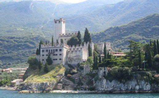 фотография замка в Мальчезине
