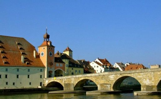 фотогграфия каменного моста в Регенсбурге