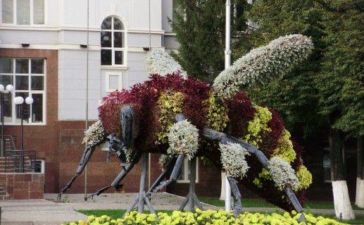 памятник бурзянской пчеле в Уфе фотография