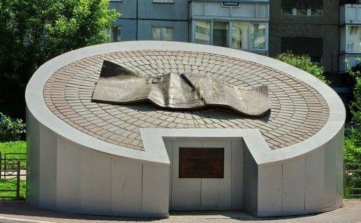памятник десятке в Красноярске фото