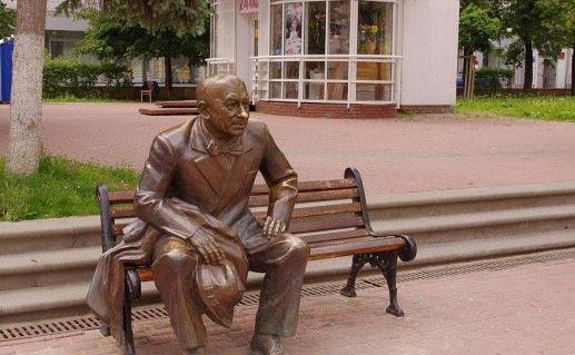 фото памятника Евстигнееву в Нижнем Новгороде
