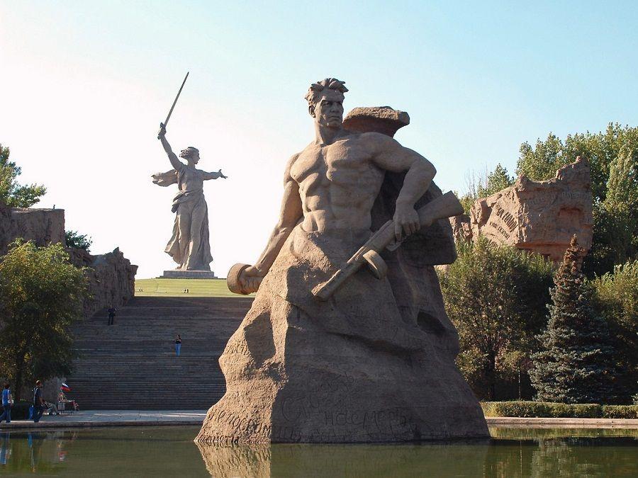 Волгоград памятники на могилу человека памятники в москве знаменитые