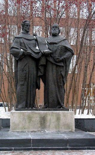 фотография мурманского памятника Кириллу и Мефодию