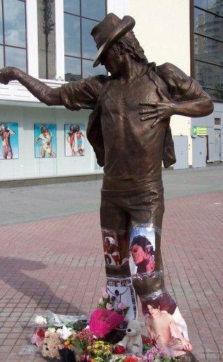 фотография памятника Джексону в Екатеринбурге
