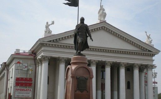 фотография волгоградского памятника Невскому