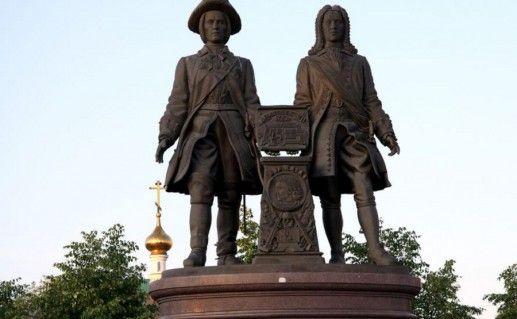 фотография памятника основателям Екатеринбурга