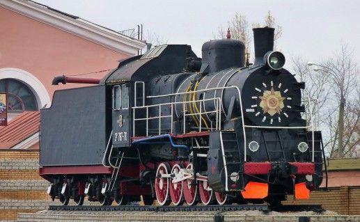 фотография памятника паровозу в Брянске