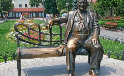 фотография памятника Утесову в Одессе