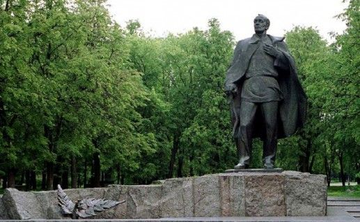 фотография памятника Янке Купале в Минске