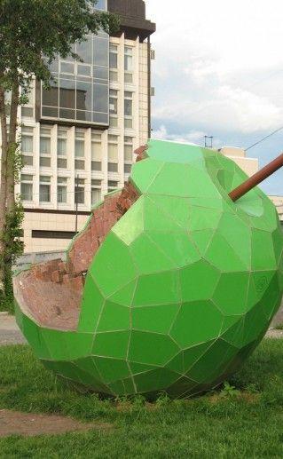 фото Пермского памятника Зеленому Яблоку