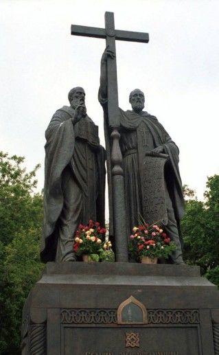 фотография креста Кириллу и Мефодию в Нижнем Новгороде