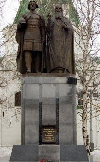 памятник основателям Нижнего Новгорода фотография