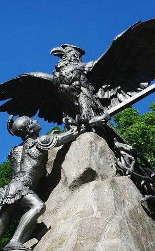 вид сблизи на памятник героям Отечественной войны фото