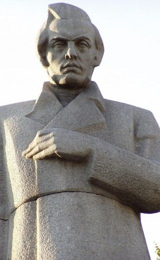 фото вида вблизи на Воронежский памятник Кольцову