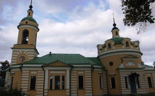 вид спереди на Аносин Борисоглебский монастырь в Истре фото