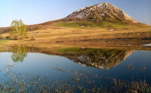 Это четыре красивые горы одиночки шах