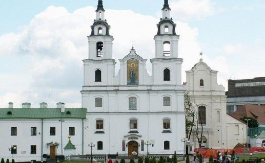 вид спереди на минский собор Сошествия Святого Духа фотография