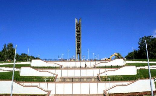 фото монумента Дружба Народов в Удмуртии