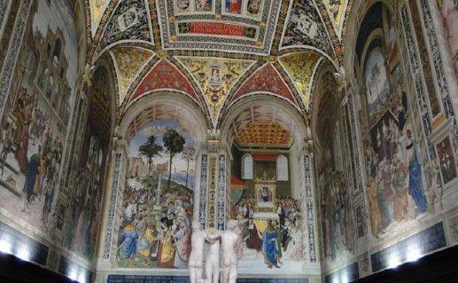 фотография вида внутри на сиенский кафедральный собор