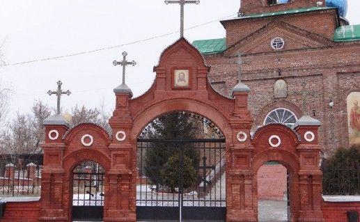 вход в церковь Вознесения Господня в Старом Осколе фото