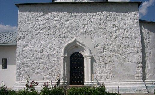 фото входа в Никольскую церковь в Каменском