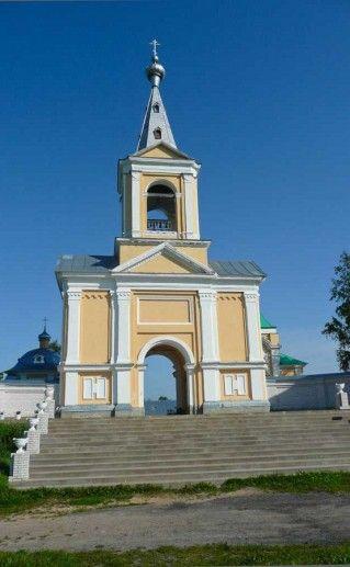 вход во Введено-Оятский монастырь фотография