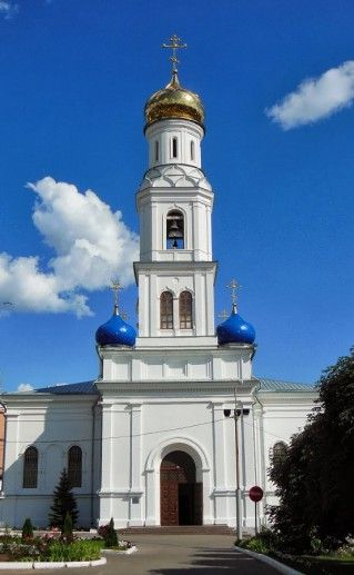 вид на саратовский Духосошественский собор фотография