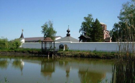 вид на Всецарицынский монастырь в Краснодарском крае фото
