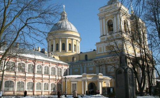 фотография вида на Александро-Невскую лавру в Санкт-Петербурге