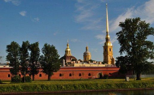 вид на Петропавловский собор в Санкт-Петербурге фотография