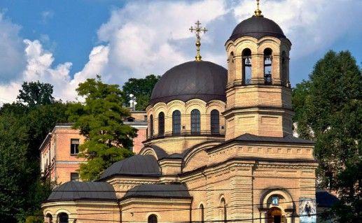 фотография вида сбоку на храм Митрополита Киевского Михаила