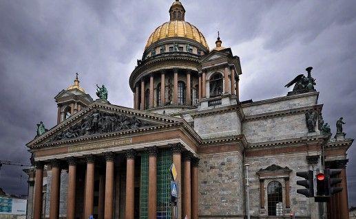 фото вида сбоку на Исаакиевский собор в Санкт-Петербурге