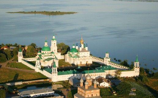 фото вида сверху на Авраамиев монастырь в Ростове