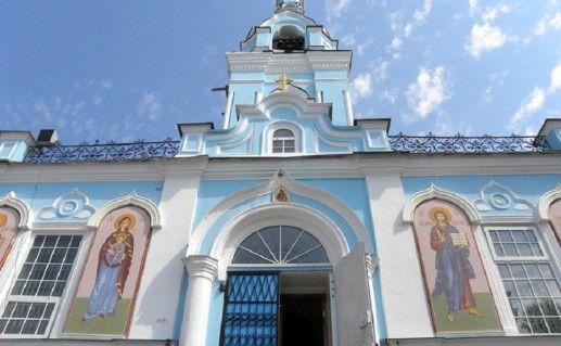 фотография вида вблизи на Иоанно-Предтеченский собор Екатеринбурга
