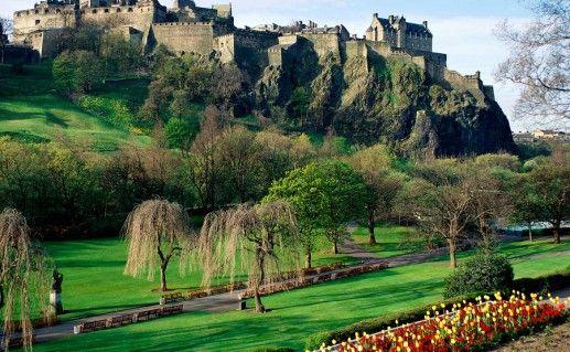 фото вида на Эдинбургский замок в Шотландии