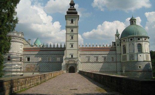 польский Красичинский замок фото