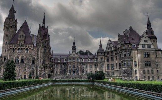 фотография Мошненского замка в Польше