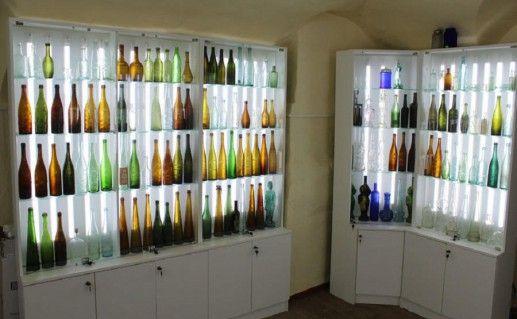 фото музея стеклянных бутылок в Великом Устюге