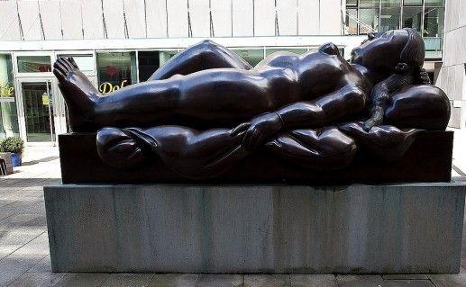 фото скульптуры лежащей женщины в Лихтенштейне