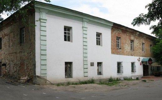 фотография вида сбоку на Василианский монастырь в Умани