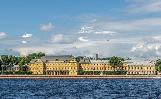 фотография вида на дворец Меншикова в Санкт-Петербурге
