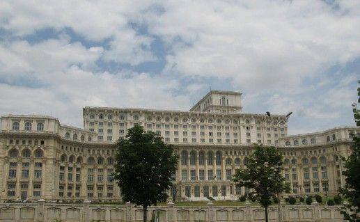 фотография вида на Дворец Парламента в Бухаресте