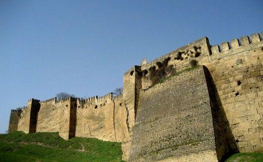 фото вида на крепость Нарын-Кала в Дагестане