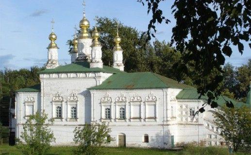 вид на церковь Жен мироносиц в Великом Устюге фотография